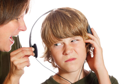 tinnitus-s12-photo-of-boy-listening-to-loud-music